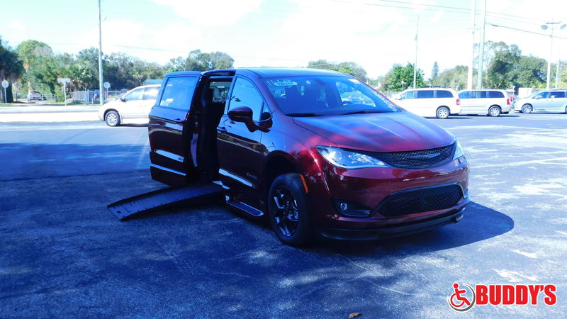 2020 Chrysler Pacifica BraunAbility Chrysler Pacifica Foldout XTwheelchair van for sale